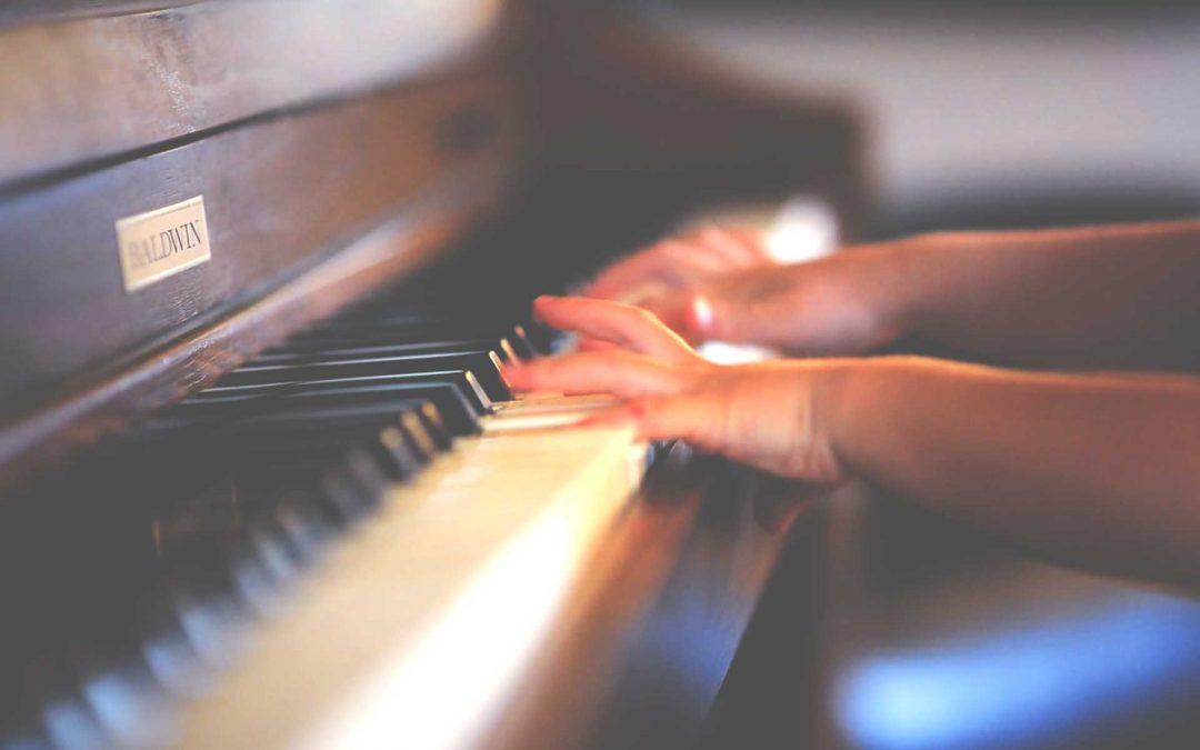 Aktivno ustvarjanje sodobne umetnosti v glasbi in sliki